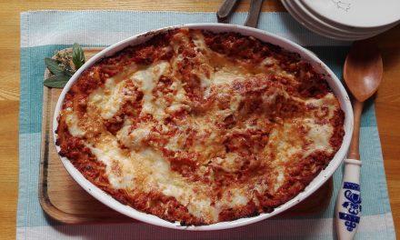 Lasagne az asztalon