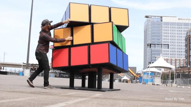 Így készült az óriási Rubik-kocka