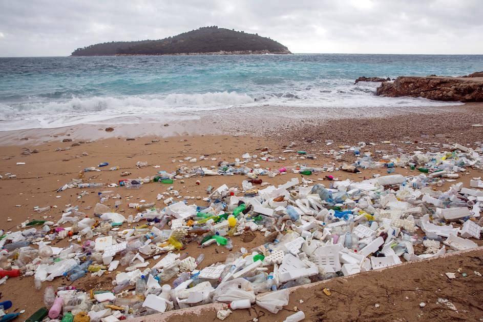 Óriási szeméthalmot sodort partra Horvátországban a vihar