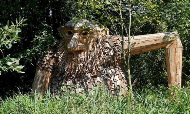 Hat gigantikus óriást rejt egy erdő Dániában