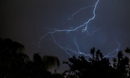 Ilyen videó még sosem készült: villámok szuperlassításban