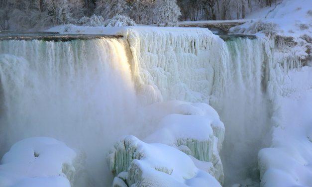 Jeges csodaországgá fagyott a Niagara-vízesés környéke