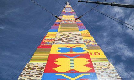 Egy kisfiú emléke előtt tiszteleg a világ legmagasabb LEGO-tornya