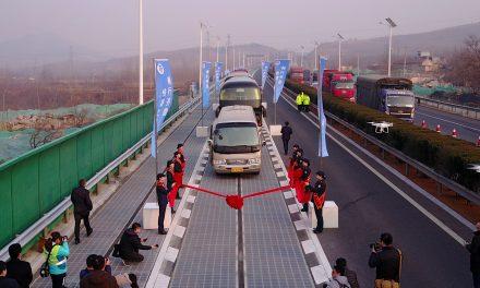 Napelemes autópályaszakaszt adtak át Kínában
