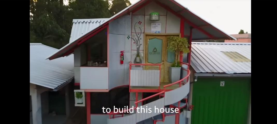 1,2 millió tejes dobozból épült a ház