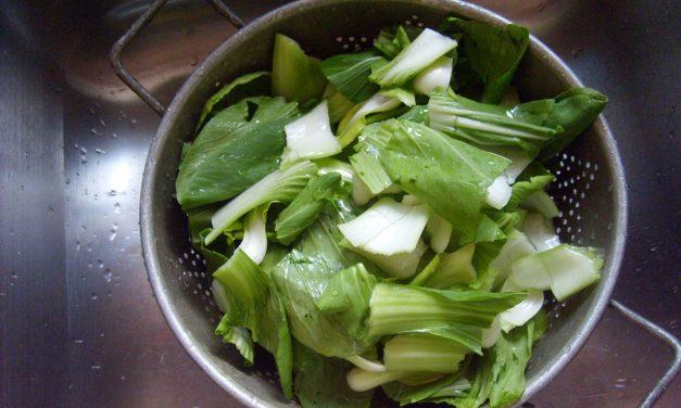 Fél a mosatlan salátától? Megvédi a betegségtől a telefonja
