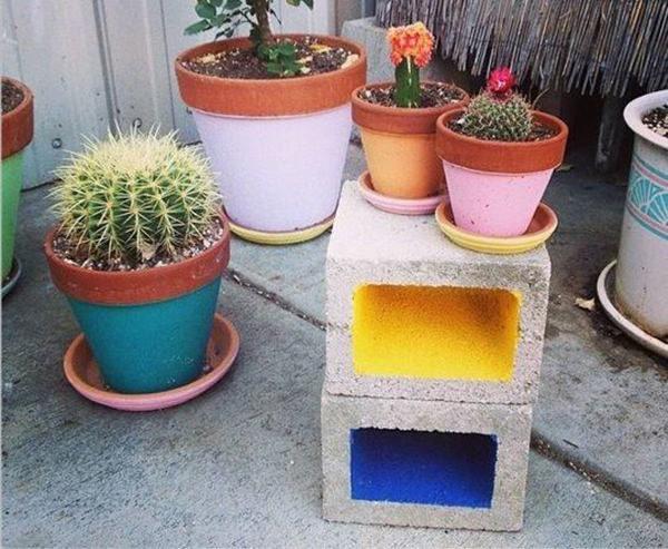 Lehet építőanyaggal szépen dekorálni? Ötletek téglára és zsalukőre