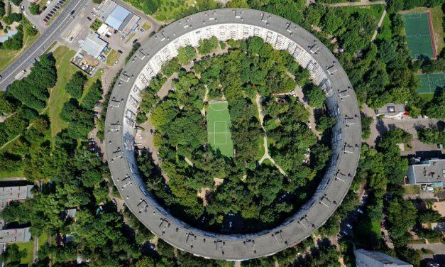 Hogy került két kör alakú panelház Moszkvába?