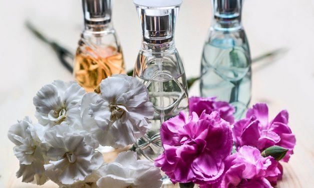 Tavaszi illatorgia: virágpusztító ökoparfüm, macskaváladék és bálnahányás