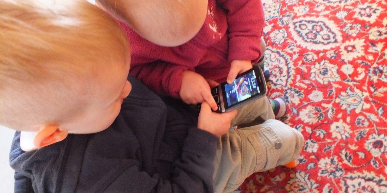 Vasszigorral tiltsuk a gyereket a képernyő használatától?