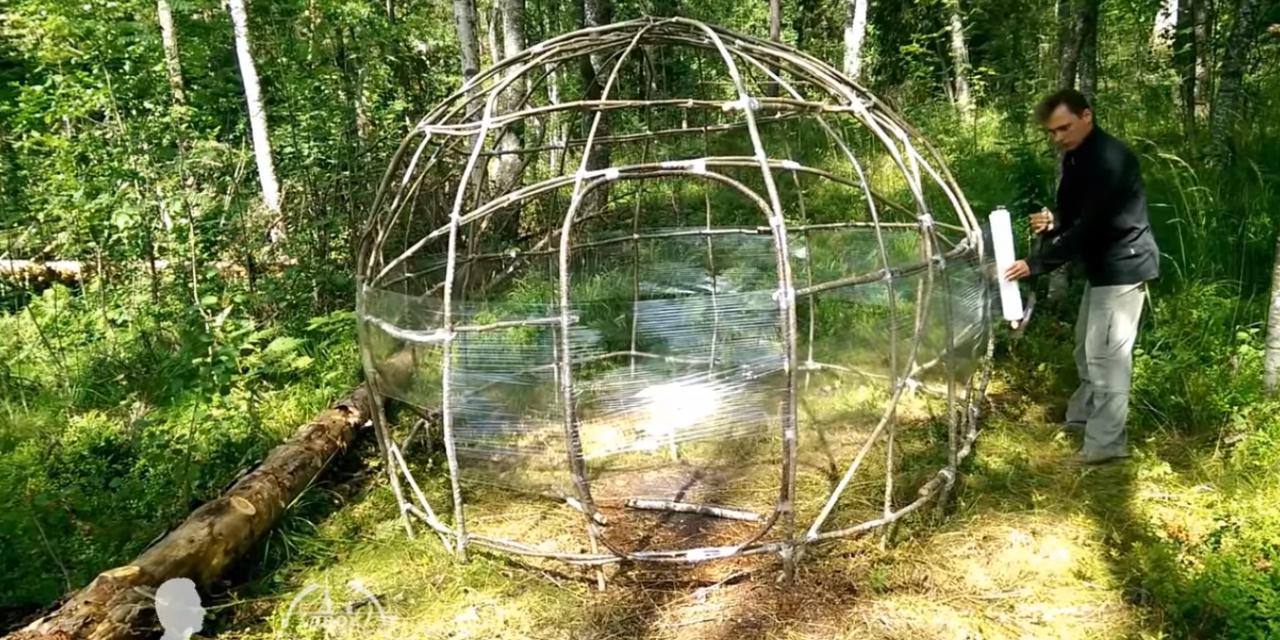 Jó ötlet az erdei iglu ágakból és folpackból?