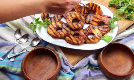 Desszert is készülhet a grillsütőn: grillezett ananász fagyival