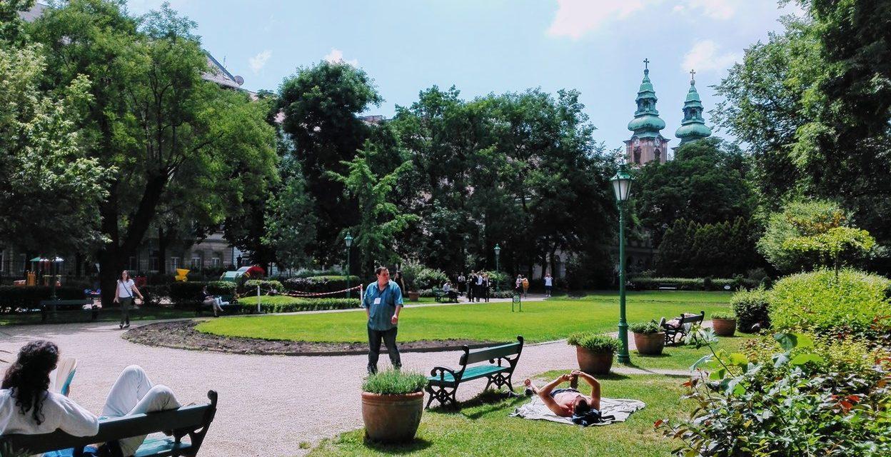 Oázis a sivár Belváros közepén: Károlyi kert