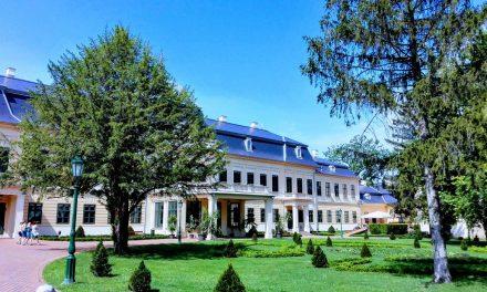 Fél Gyula benne van: a Wenckheim-Almásy kastély kertje