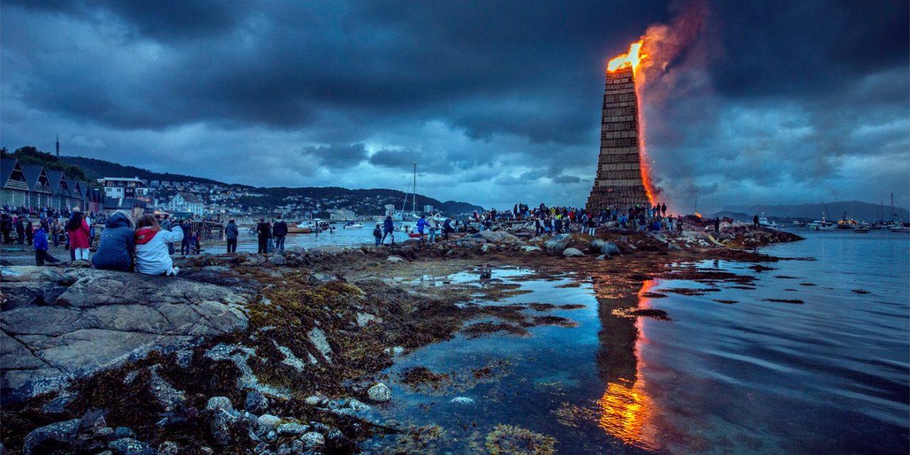 Raklapokból épül a világ legmagasabb máglyája