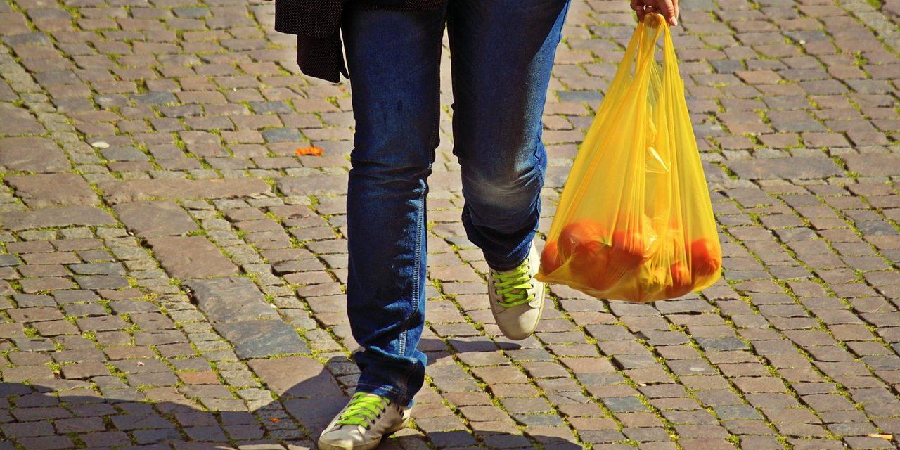 Már szinte egész Ausztráliában tilos műanyag szatyrokat adni a vásárlóknak