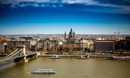 Időutazás és építészettörténeti séta a Duna-parton!