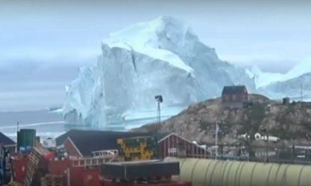 Óriási jéghegy veszélyeztet egy grönlandi falut