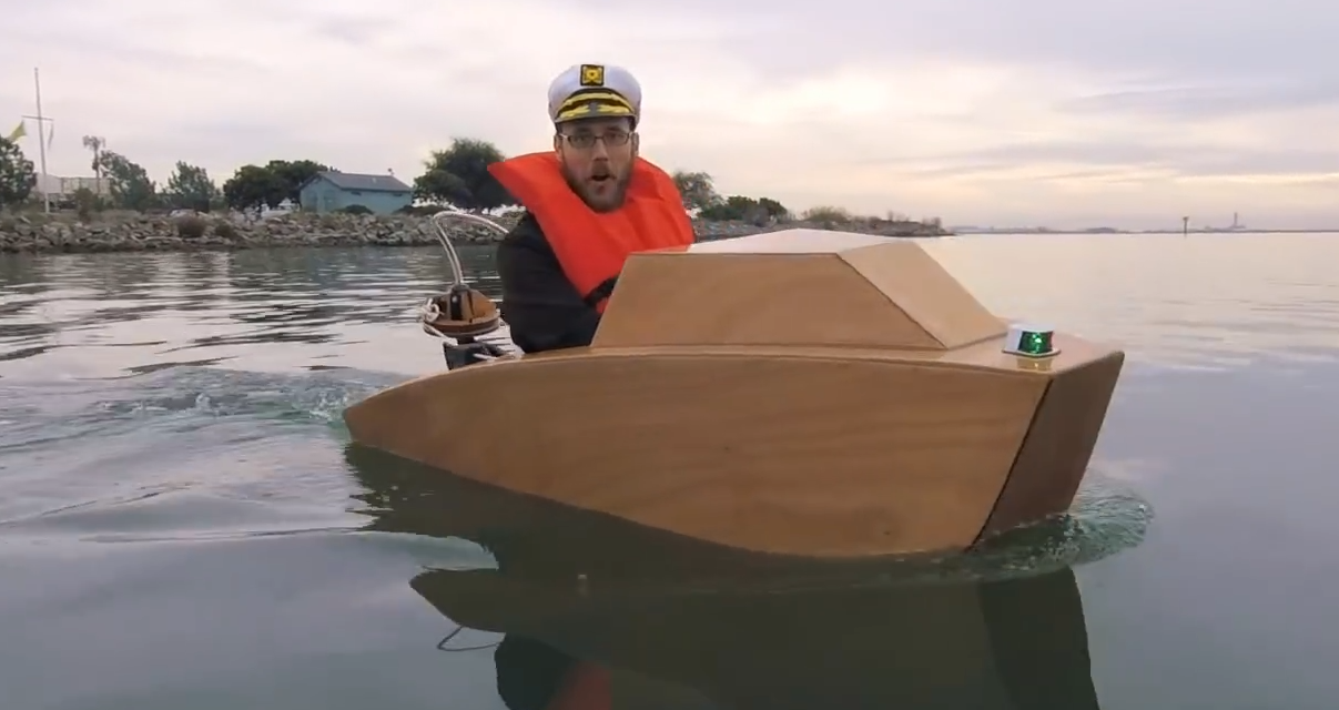 Építs magadnak mini motorcsónakot és irány a víz!