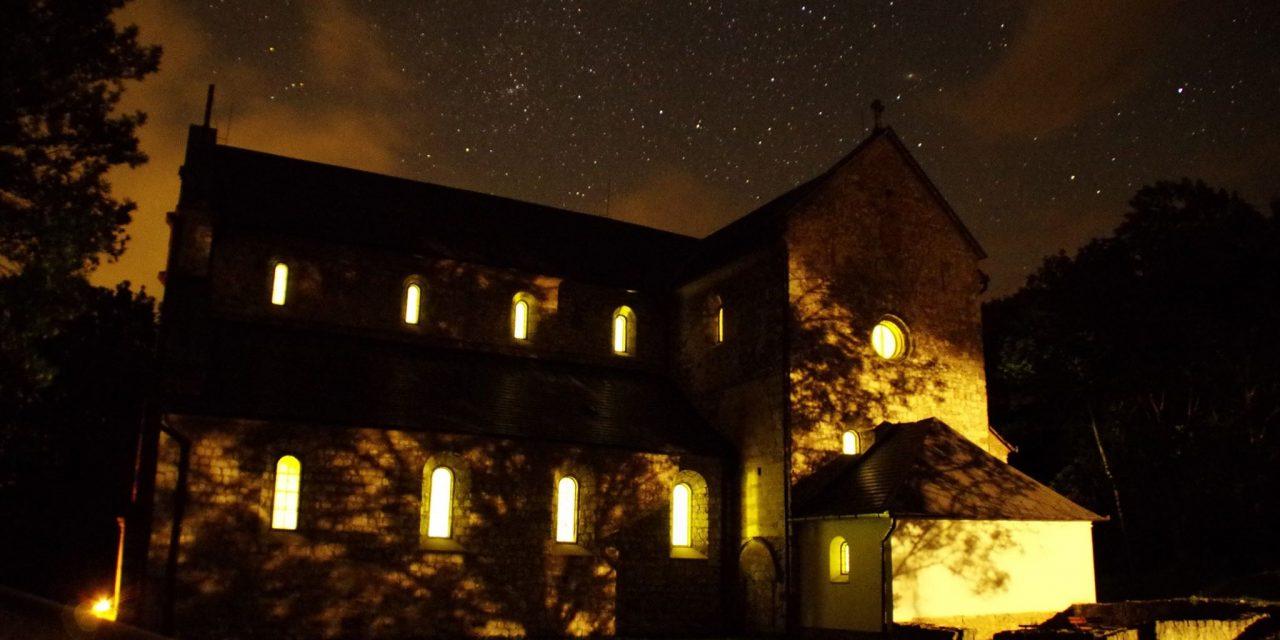 Lenyűgöző látvány az éjjel is látogatható Bélapátfalvai Ciszterci Apátság