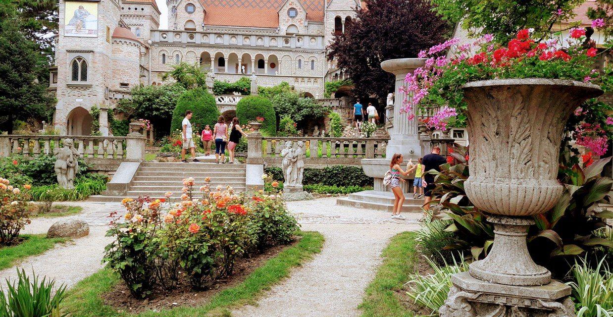 Negyven évig épült a magyar vár. Kézzel