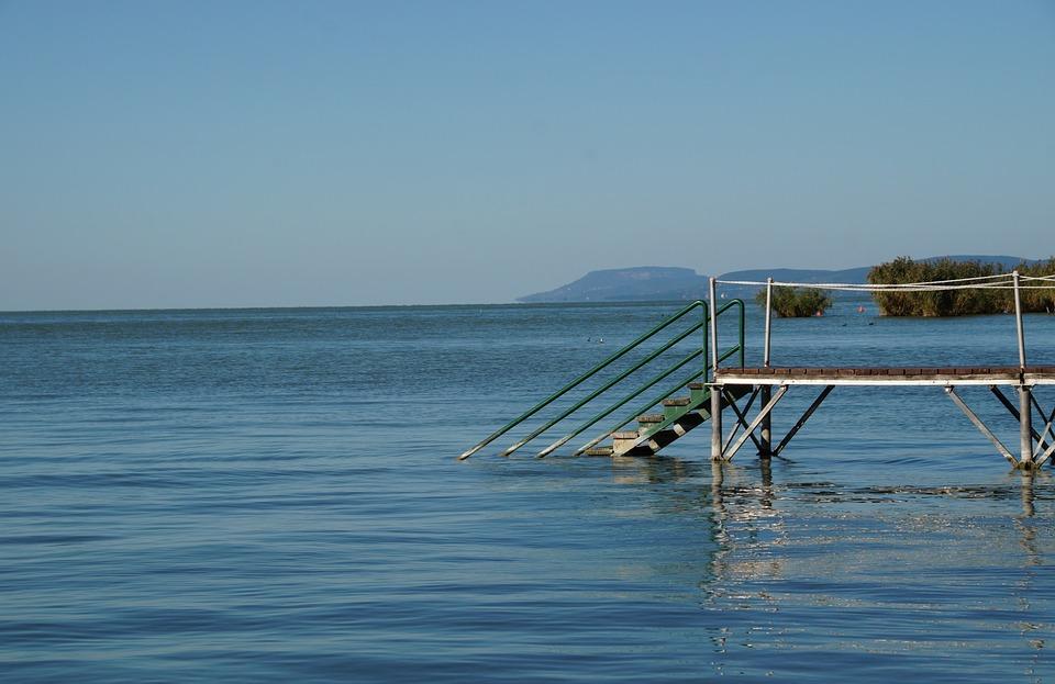 Láttad már, hogy mi van a Balatonban a lábad alatt?