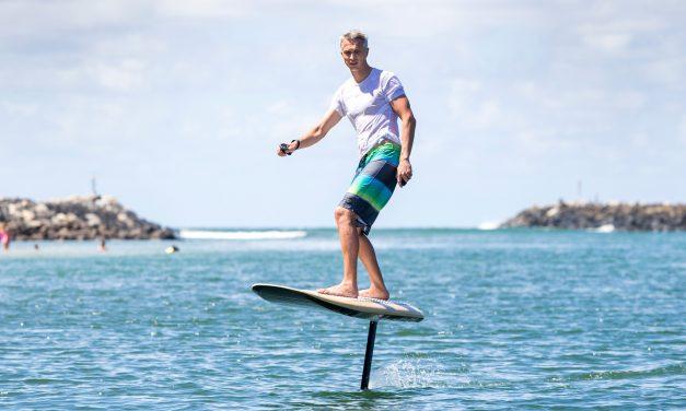 Itt az elektromos-repülő szörfdeszka, amivel bárhol és bármikor szörfözhetsz