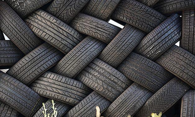 Eltávolítják a mesterséges zátonynak szánt mérgező autógumikat a francia vizekből