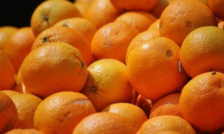 Felvágás után lilává vált egy narancs Ausztráliában