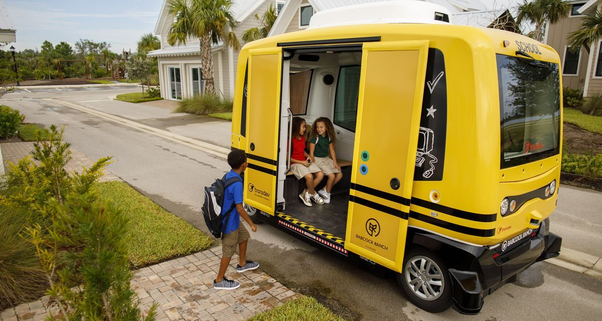 A jövő városában elindultak az első vezető nélküli iskolabuszok is