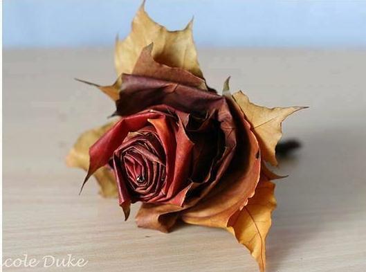 Készítsünk rózsát őszi falevélből