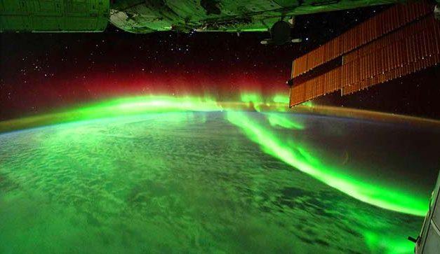 A sarki fény tündöklése a világűrből