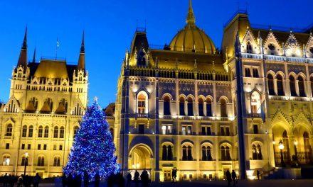 Szerdán állítják fel az Ország Karácsonyfáját Budapesten