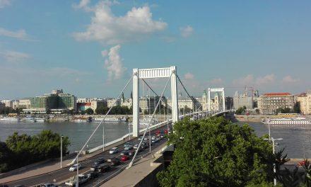 Városi legenda a Belvárosi plébániatemplom odébb helyezése?