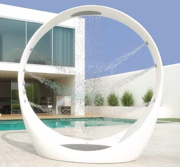 Kerti zuhany minden mennyiségben: a zacskóstól a futurisztikus luxusig