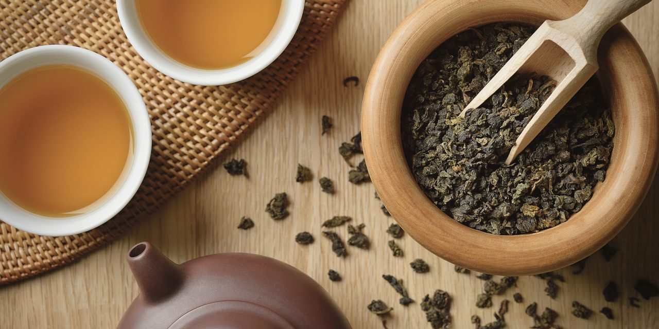 A használt tealevél neked már nem kell, de a növényeknek annál inkább